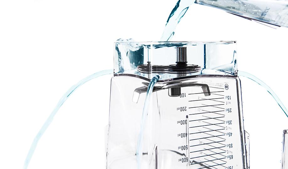 Ablauflöcher helfen dem Blendtec Behälter schneller zu trocknen