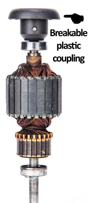 Ein typischer Mixer Motor mit einer Plastikbruchkupplung, welche die Kraftübertragung vom Motor begrenzt und die Lebensdauer der Behälter reduziert.