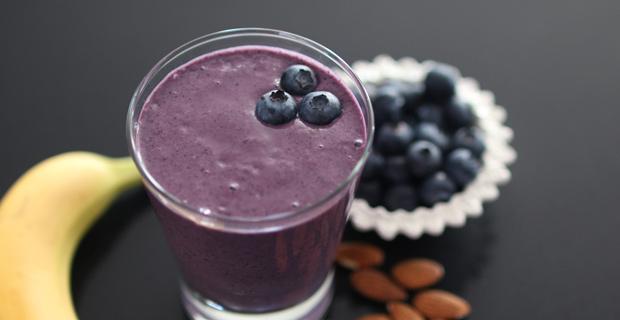 Almond Blueberry Smoothie 620x320